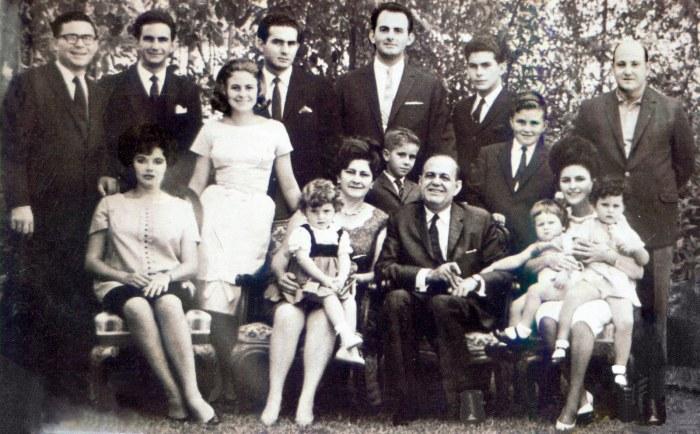 Diego Cisneros tuvo una familia grande, la cual aumentó con el fallecimietno de su hermano Antonio. Esto implicó que Diego tomara la batuta de todos los negocios familiares. Lo cual dio origen a la Organización Diego Cisneros